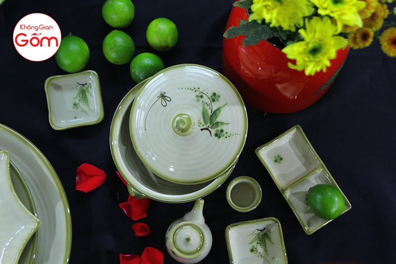 Bộ bàn ăn men xanh vẽ đào chuồn