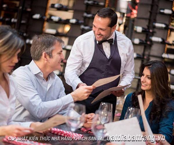Lỗi giao tiếp tiếng anh với khách hàng nhân viên phục vụ cần tránh