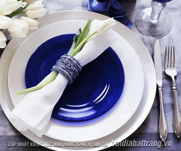 Cách gấp khăn ăn độc đáo cho tiệc cưới thêm màu sắc