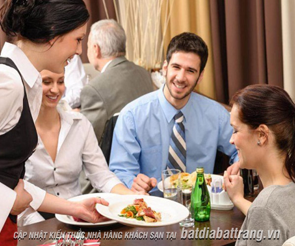 Nhân viên nhà hàng chuyên nghiệp cần có 5 kỹ năng cơ bản này