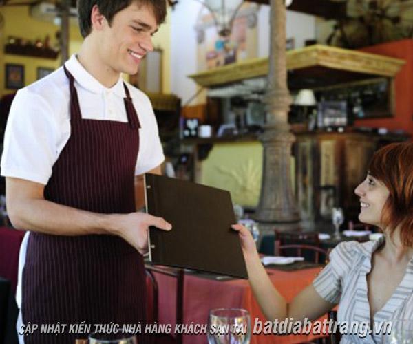 Nhân viên phục vụ nhà hàng có thể có thu nhập cao hay không?