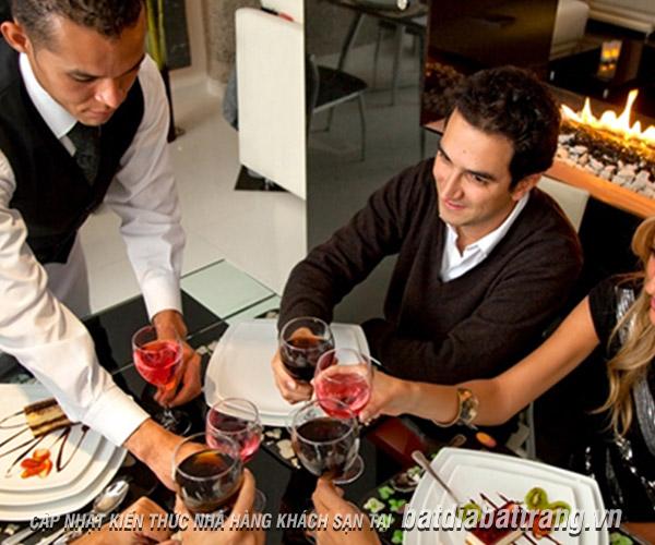 Muốn quản lý tốt nhân viên phục vụ nhà hàng, bạn cần khắc phục 3 thói xấu này
