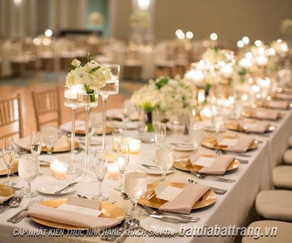 Nhân viên phục vụ nhà hàng cần biết cách sắp xếp bàn ăn chuẩn