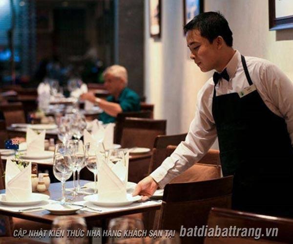 Kỹ năng phục vụ bàn cơ bản và những lưu ý cho nhân viên