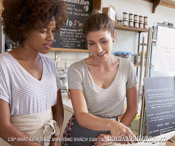 Quy trình phục vụ nhà hàng chuyên nghiệp và 5 nguyên tắc vàng phải nhớ