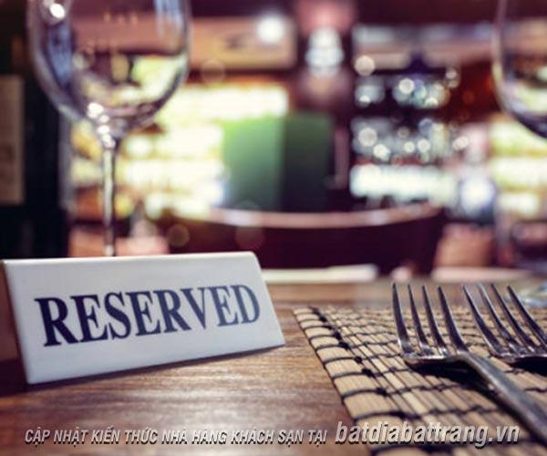 Thực khách thường đặt bàn theo cách nào và những lưu ý cần biết
