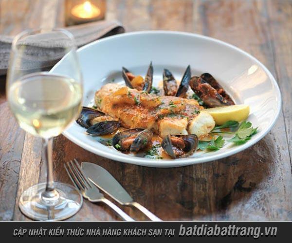 Gợi ý chọn rượu vang phù hợp khi ăn hải sản tại nhà hàng