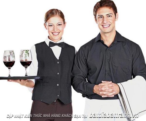Nhân viên phục vụ nhà hàng thường mắc những lỗi phục vụ nào?