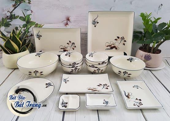 những bộ bát đĩa vẽ hoa văn luôn luôn được ưa chuộng và sử dụng phổ biến tại gia đình, nhà hàng truyền thống.