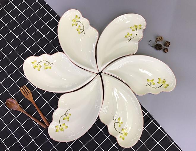 Khay đựng mứt tết đẹp từ chất liệu gốm sứ Bát Tràng