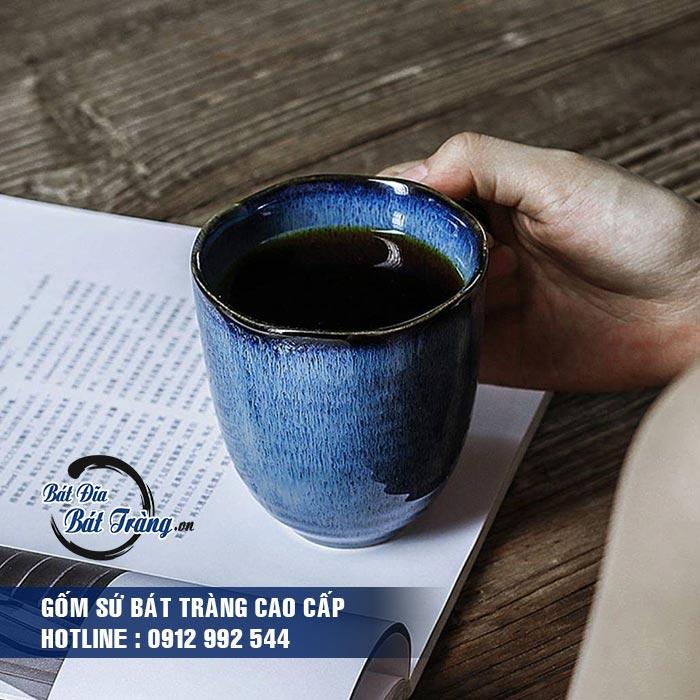 Ly cốc gốm sứ có quai dáng cao men đá xanh. LY CỐC GỐM SỨ CÓ QUAI DÁNG CAO MEN ĐÁ XANH LY CỐC TÁCH GỐM SỨ BÁT TRÀNG CAO CẤP - LY SỨ CAFE, LY SỨ IN LOGO