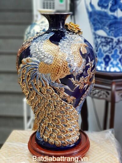 Bình gốm tài lộc chim công dát vàng